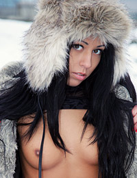 Model bailey in cold